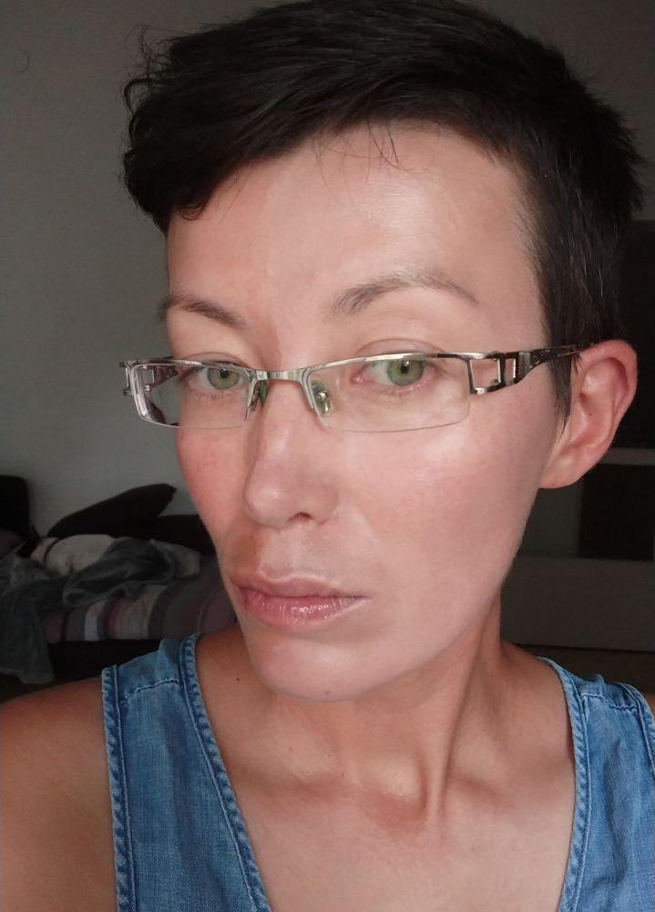 лицо с кремом
