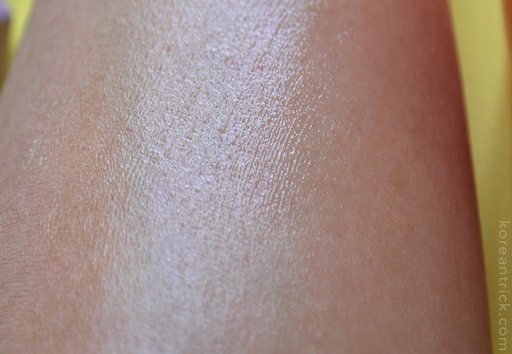 на коже